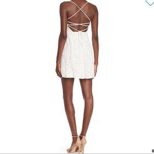 Show me your mumu 🌸 Victoria mini dress lace